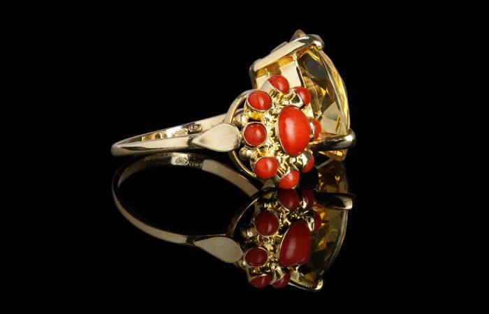 Gouden ring samengesteld uit twee vintage ringen