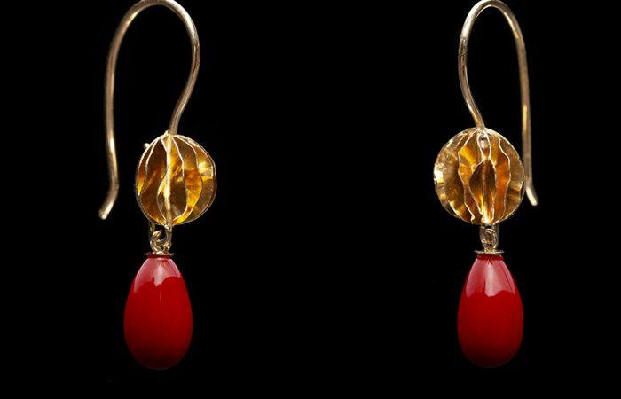 gouden oorhangers met wisselbare edelstenen