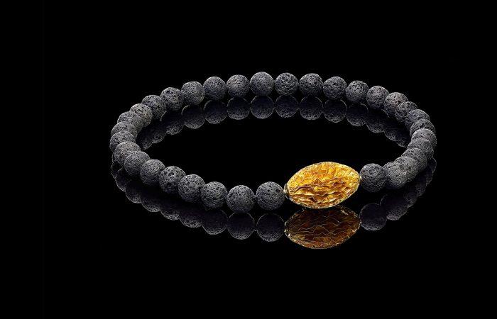 Collier met gouden wisselbaar slot en lava