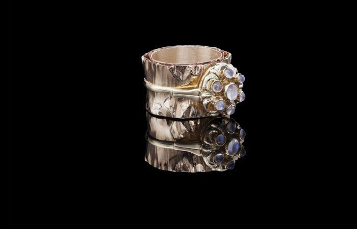 gouden ring met maanstenen