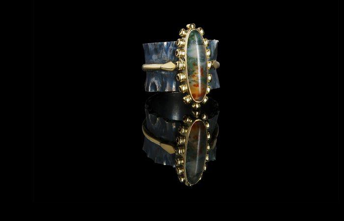 Ring van zilver en goud gezet met mosagaat. Oud goud weer als nieuw